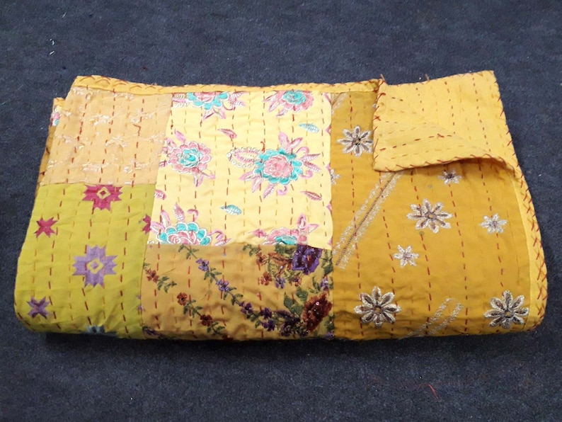 Indian Handamde Patchwork Quilt Kambadiya Yellow Color Boho Bedding Vintage Old Sari Patchwork Quilt Boho Decor Hippie Home Decor Tapestry