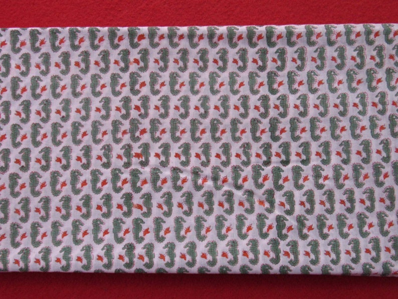 Green animal print 100/% pure cotton 10 yard white colour sewing fabric