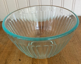 One Pyrex 3 cup ribbed teal glass bowl.