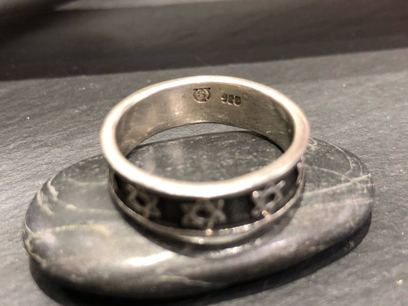 Vintage Sterling Silver Band Ring with Star of David Detailing Size 8.25