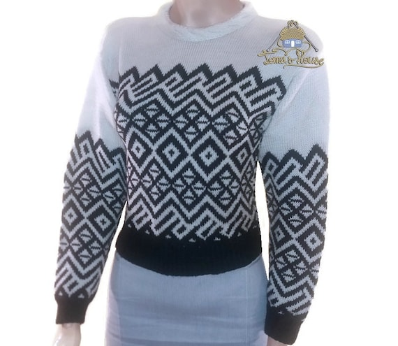 Women Hand Knit Jacquard Sweater with Contrasting Shades, Chunky Knit Geometric Graphic Pullover, Wool Turtleneck in Jacquard pattern