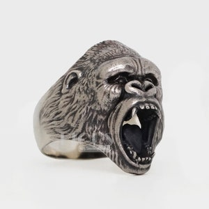 Animal jewellery Detailed Ring head of a gorilla