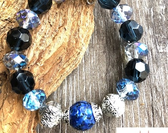 Elastic bracelet. Blue crystal and Lapis Lazuli stretchy bracelet