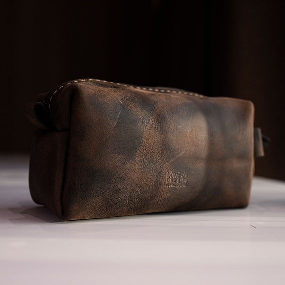Valentines Day Gift for Him Personalized Leather Dopp Kit Customized Groomsmen Gift Toiletry Bag Monogrammed Mens Toiletry Bag Gift for Him
