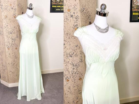 Vintage 1940s Rayon Nightgown | Medium Large | Vin