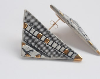 Geometric patterned earrings with 22kt Gold