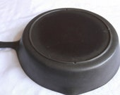 Unmarked Lodge 7 Three Notch Heat Ring Cast Iron Skillet, blob 3 makers mark. Manufactured in the 1950 39 s. Excellent