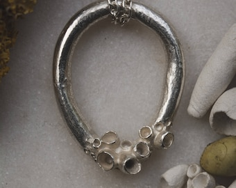 Medium Lichen Loop Necklace - Polished