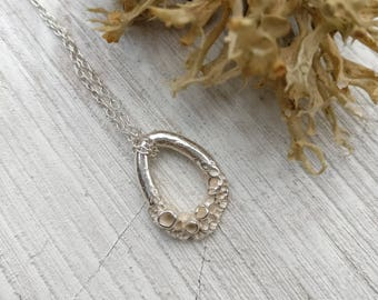 Mini Leafy Lichen Loop Necklace - Polished