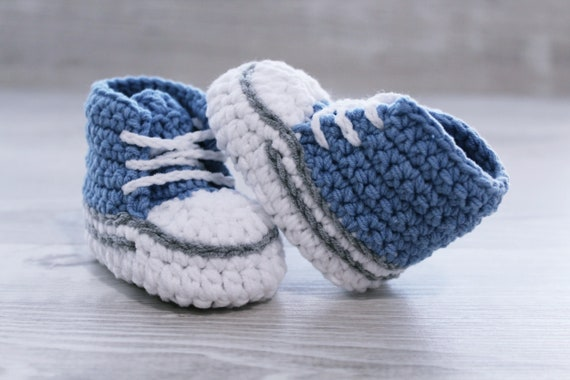Crochet baby shoes Blue Baby booties