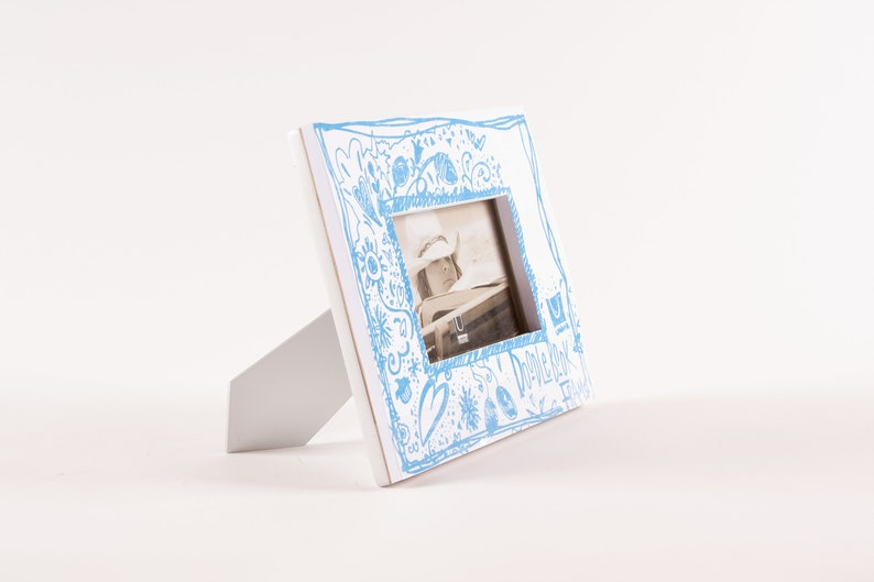 Umbra DoodleBook White Paper Frame with 80 Page Sketching Pad