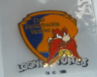 Daffy Duck Pin~ Looney Tunes~/'89 vintage~Christmas stocking~by Pinnacle Designs