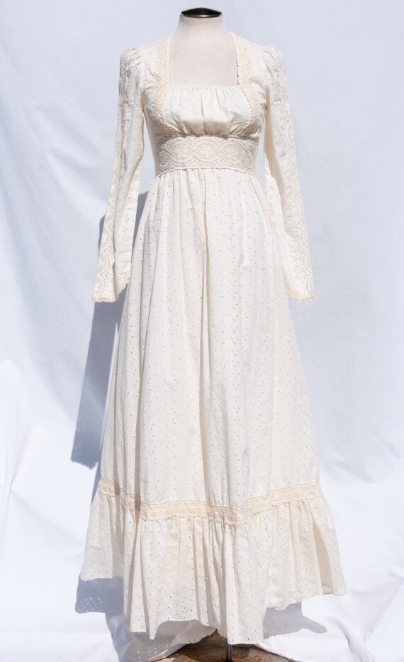 Gunne Sax Vintage 70s Cream Eyelet and Lace Dress