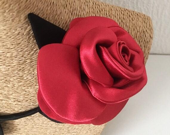 Flower brooch inspired by rose for women