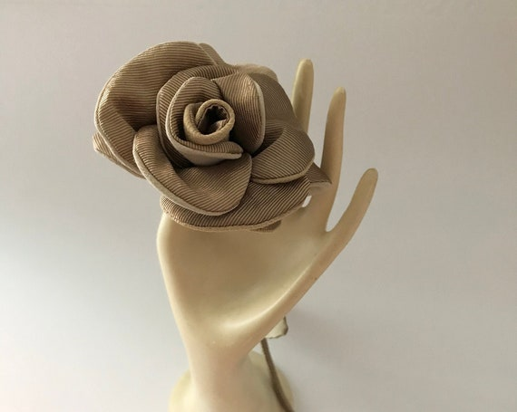 Gold floral brooch inspired by elegant accessory rose for women
