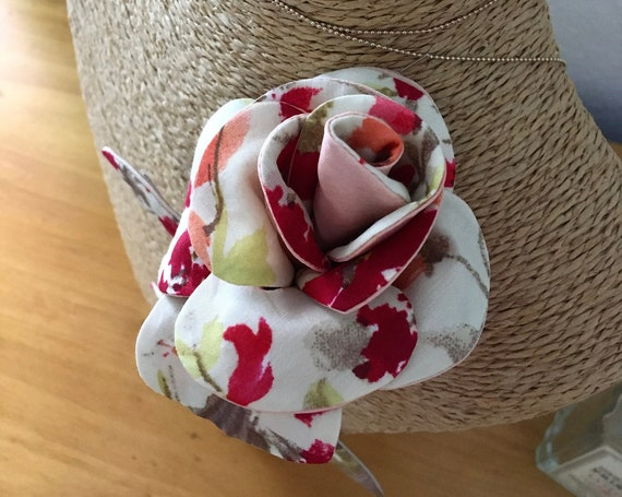 Floral jewel brooch inspired by the rose for women