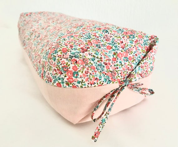 Spelt ball-filled wellness cushion with washable cover