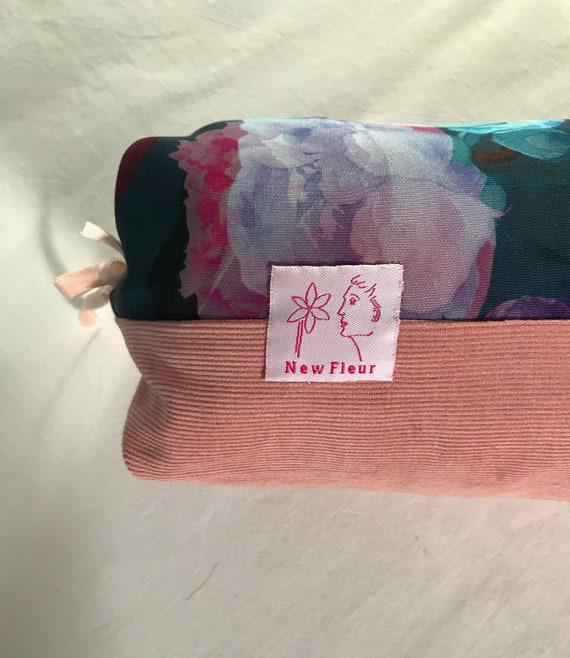 Lavender-filled wellness cushion with washable cover for relaxation
