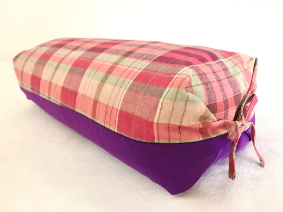 Wellness cushion filled with spelt balls with washable cover