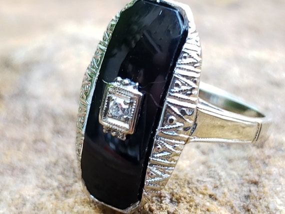 Art Deco Diamond and Onyx Ring / Art Deco Ring / O