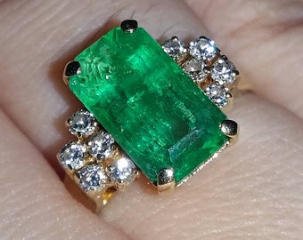 Large 3.27 ct Emerald Ring with Diamonds