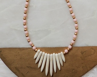Jules White Magnesite Spike Beaded Necklace in Light Pink