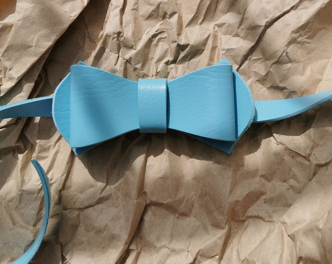 Faux leather bow tie 'Baby blue'