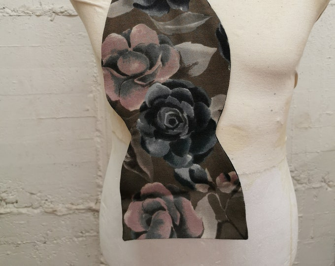Fliegen Schal 'graue Blumen'