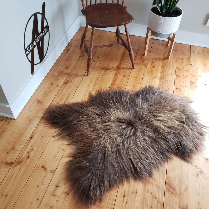 USA 43 x 31 Vikings Rust Brown Icelandic Natural Large genuine sheepskin long wool fur throw rug pelt rug