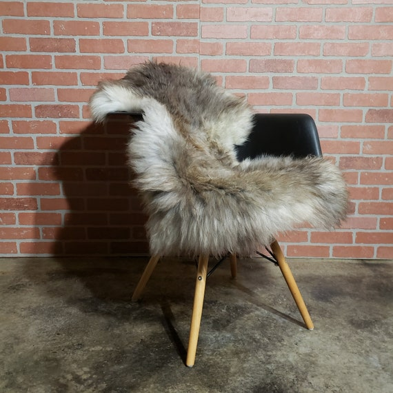 "42"" x 27"" 42"" x 25""  Natural Gray genuine sheepskin Fur throw rug"