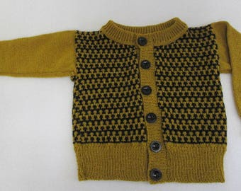 Knitted cardigan with knitted pattern