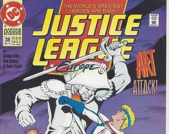 Justice League Europe #38 (May 92) - Batman, Aquaman, Flash, Power Girl, Elongated Man, Dr. Light - DC Comics