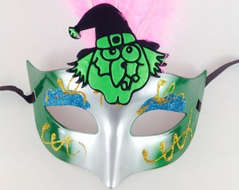 Green Halloween Mask , Green Witch masquerade mask, green Costume party mask, Green Witch mask w/ Pink Feathers, party mask, Masquerade Mask