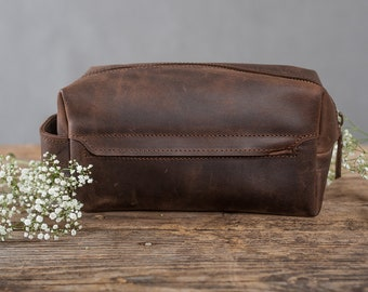 982262756b Mens toiletry bag