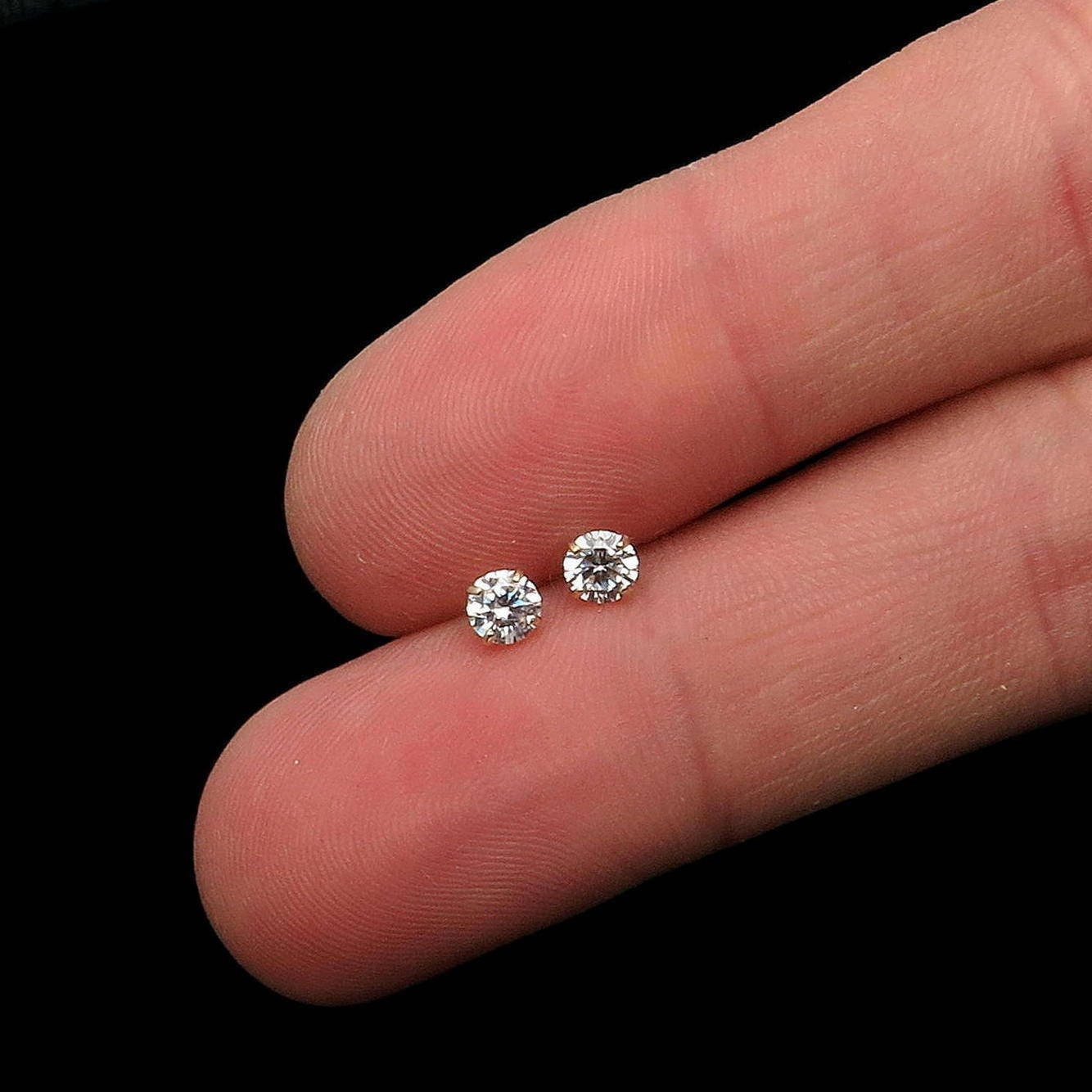 Round Solitaire Stud Earrings w/ VVS1 0.5 Carat Simulated Diamonds ...