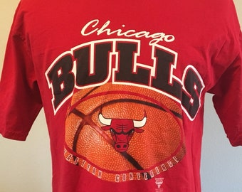 0ef2f66a2 Vintage 90 s CHICAGO BULLS Men s Large Tee Shirt Nutmeg RARE Nba Basketball  Champions Michael Jordan Scottie Pippen 3 peat