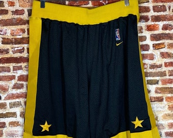 Vintage Nike Los Angeles Lakers Men's XL Stitched Swingman On Court Shorts