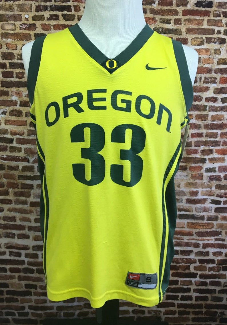 low priced af4f7 ddd24 Nike Vintage OREGON DUCKS Basketball Men's Small Jersey RARE #33 Football  Yellow Green 90's Shirt