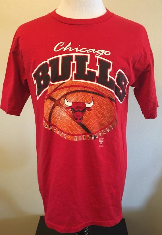 bb5cf6b9b41 Vintage 90 s CHICAGO BULLS Men s Large Tee Shirt