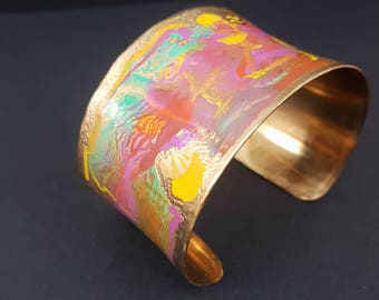 Hand painted brass bracelet in watercolor optics, handpainted colourful Armcuff (brass)