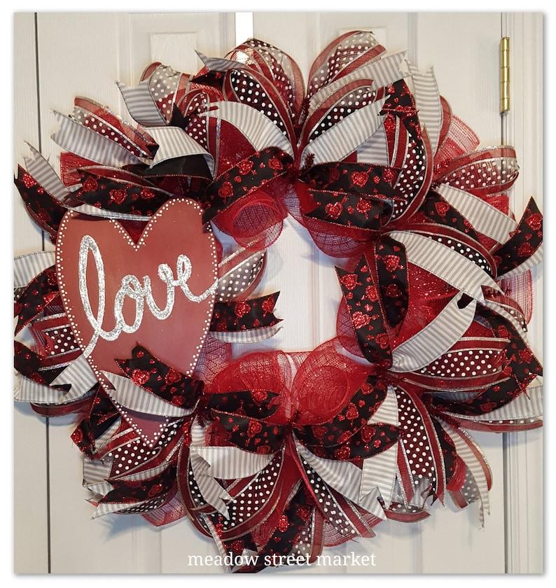 Hugs and Kisses Love Wreath Anniversary Best Door Wreath Front Door Wreath Deco Mesh Wreath Valentine/'s Wreath Heart Wreath