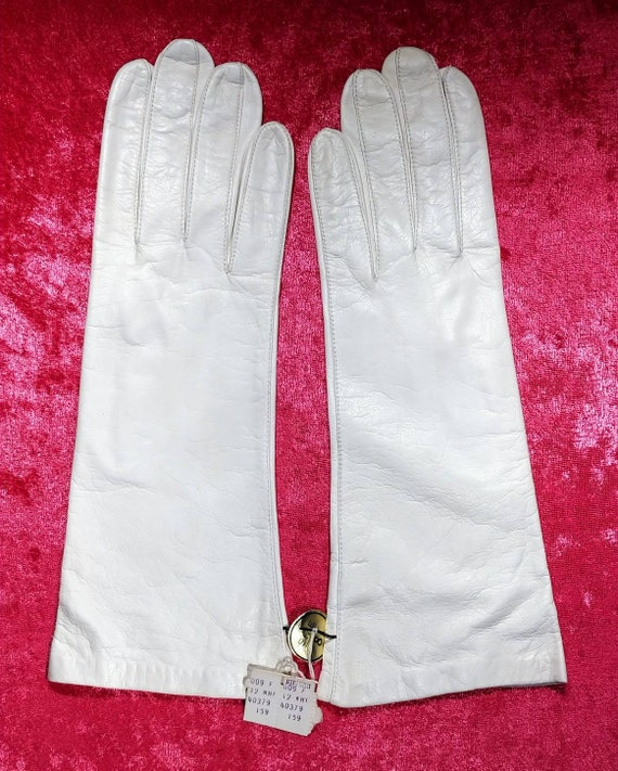 Bonwit Teller Ivory Kid Dress Gloves ~ Size 8