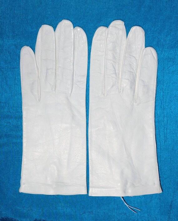 White Kid Gloves ~ Size 8