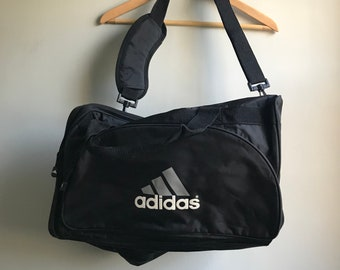 5663429d648 Simple 90s Adidas Small Gym Bag in Black - One Size