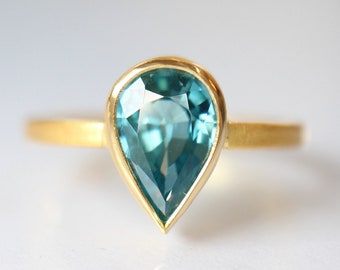 Zircon ring made of 900ER Gold, 22 K, Blue Zirkontropfen