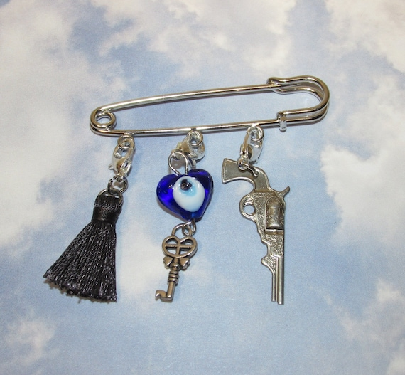 Cheerleader pin in silvertone