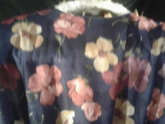 California Looks Vintage Blue Floral with Belt 19… - image 6