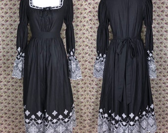 868a405194bd Sample: Embroidered Black and White Folkloric Dress