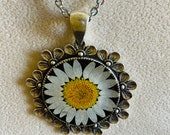 Real flower resin necklac...