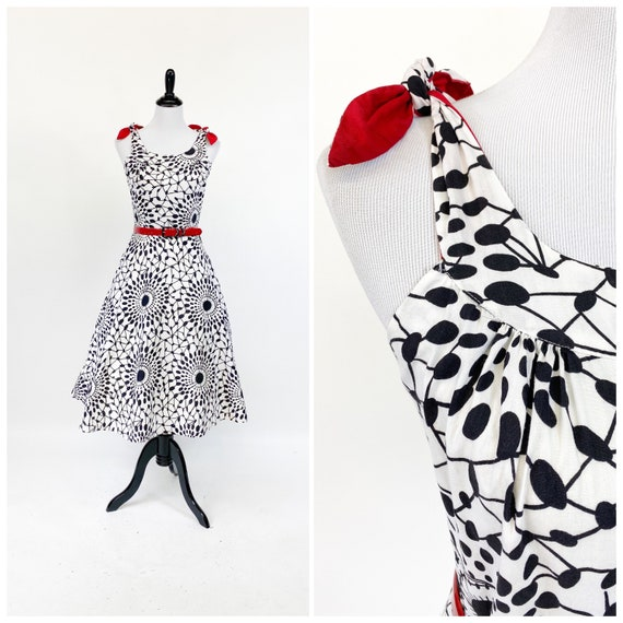 Flirty! Vintage 1950s Black White Graphic Wax Prin